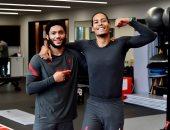 """فان دايك مع جوميز من داخل صالة الألعاب الرياضية لليفربول:"""" سويا أقوى""""."""