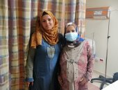 والدة أول مولودة في تأمين الإسماعيلية تختار اسم وزيرة الصحة لابنتها.. صور وفيديو