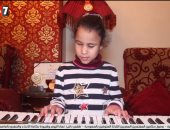 """حكاية سارة ذات الـ""""7سنوات"""" التى يدعمها الهضبة.. فقدان البصر لم يمنعها من التميز بالعزف"""