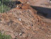 قارئ يشكو من تراكم القمامة بمدخل قرية أبو زاهر فى الدقهلية .. والمحافظ يستجيب
