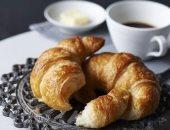 الإفراط في أكل الكرواسون والخبز الأبيض يزيد خطر الإصابة بأمراض القلب