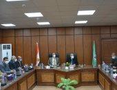 محافظ المنيا يناقش عددا من الملفات الهامة مع نواب البرلمان