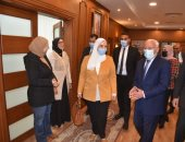محافظ بورسعيد يوجه الشكر لوزيرة التضامن لجهودها داخل المحافظة.. صور