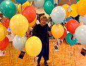 """رئيسة وزراء النرويج تحتفل بعيد ميلادها الـ60 وسط """"البلالين"""" .. فيديو"""