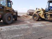 شاهد.. إصلاحات طريق غارب - الزعفرانة بعد سقوط تجمعات مياه الأمطار
