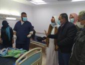 محافظ مطروح يتفقد مصابى حادث سير بمستشفى سيوة.. صور