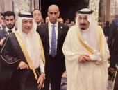 أحمد قطان يستعيد ذكريات تعيينه وزيرا للدولة للشئون الإفريقية بصورة مع الملك سلمان