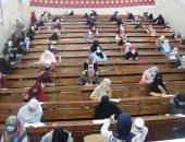 تعقيم قاعات الامتحانات بجامعة القاهرة للوقاية من كورونا.. فيديو