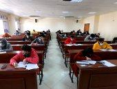 طلاب جامعة المنصورة يؤدون امتحانات التيرم الأول وسط إجراءات احترازية مشددة