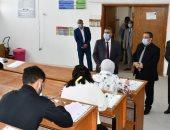 رئيس جامعة القناة يتابع انتظام لجان الامتحانات ويشيد بالإجراءات الاحترازية