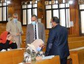 نائب رئيس جامعة المنصورة يتفقد امتحانات كليتى الصيدلة والتربية.. صور