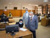 رئيس جامعة طنطا يتفقد لجان الامتحانات بكليات الجامعة.. صور