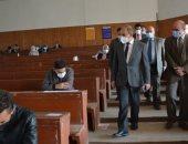 رئيس جامعة الزقازيق يتفقد قاعات امتحانات كلية التكنولوجيا والتنمية