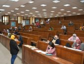 طلاب 17 كلية بجامعة حلوان يواصلون امتحانات نهاية العام وسط الإجراءات الاحترازية