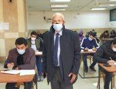 عميد حقوق عين شمس: منع دخول أى طالب بالتليفون المحمول والامتحانات 3 فترات