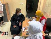 بدء تطعيم كبار السن وأصحاب الأمراض المزمنة بلقاح كورونا بالغردقة.. فيديو وصور