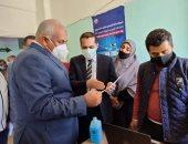 محافظ الوادى الجديد يشهد بدء تطعيم المواطنين بلقاح فيروس كورونا.. صور