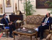 رئيس الوزراء يلتقى سفير المملكة الأردنية الهاشمية لدى مصر