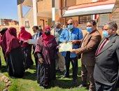 وكيل تعليم الوادى الجديد يكرم معلمات رياض الأطفال بمدرسة البشندى للتعليم الأساسى