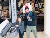 """محمد سامى مع ابنتيه تايا وسيلين × صورة من """"فسحة"""": """"خروجة من غير مى"""""""