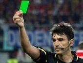 معلومة رياضية.. البطاقة الخضراء مكافأة الروح الرياضية فى ملاعب كرة القدم