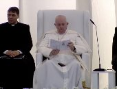 البابا فرنسيس يستمع لسورة إبراهيم فى لقائه أصحاب الديانات بالعراق.. فيديو