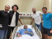محترفو الدورى الإماراتي يزورون هتلر لاعب يد الزمالك بعد العملية الجراحية