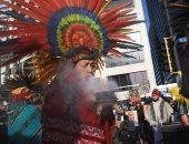 سكان أمريكا الأصليون يتضامنون مع جورج فلويد بأزياء تعبر عن ثقافتهم