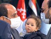 الرئيس السيسي يكرم طبيبا فقد بصره أثناء مواجهة كورونا فى الاحتفال بيوم الشهيد