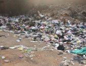 أهالى قرية نجع عبد الرواف بالإسكندرية يشكون من انتشار القمامة.. والشركة ترد