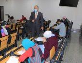 """رئيس جامعة النهضة يتابع إجراءات الوقاية بالامتحانات ويؤكد: لم نسجل إصابات بكورونا """"صور"""""""