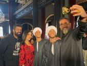 سيلفى أمير كرارة..صورة مع مى عمر وداش ومالك ومحمد سامى من كواليس نسل الأغراب