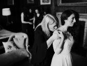 """100 صورة عالمية.. """"قبلة تدعو للبكاء"""" أسرار المحبة بين الأم وابنتها"""