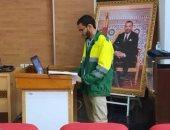 باحث مغربى يناقش رسالة الدكتوراه مرتديا زي عمال النظافة.. اعرف القصة