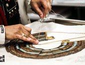 تنفيذ عرض توت عنخ آمون بالمتحف الكبير.. كيف يتم ترميم حلى الملك الذهبى؟ صور
