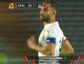 """عمرو السولية يتسلم شارة """"الكابتن"""" من أحمد حجازى فى مباراة مصر وكينيا"""
