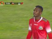 طرد أوموروا لاعب كينيا بعد ضرب مصطفى محمد بالكوع.. فيديو