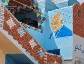 رد الجميل بعد إنقاذه لحياته.. شاب يرسم صورة مجدى يعقوب على جدران منزله بأسوان