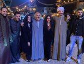 """أحمد السقا ونجلاء بدر ومحمد سامي بصورة جديدة من كواليس """"نسل الأغراب"""""""