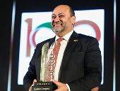 تكريم هاني أمان العضو المنتدب والرئيس التنفيذي لشركة الشرقية-ايسترن كومباني خلال احتفالية bt100