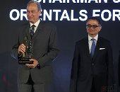 تكريم آسر حمدي رئيس مجلس إدارة شركة الشرقيون للتنمية العمرانية خلال احتفالية bt100
