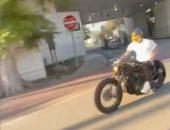 ديفيد بيكهام سائق دراجات نارية فى شوارع ميامي الأمريكية.. فيديو وصور