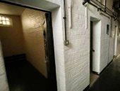عرض مركز شرطة للبيع فى بريطانيا يحتوى على أبواب مكاتب وزنازين.. صور