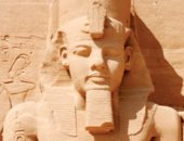 الشمس تتعامد على وجه رمسيس الثانى بمعبده الكبير بمدينة أبو سمبل فى أسوان غدا