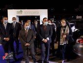 رئيس الوزراء يسلم سيارات الدفعة الأولى من مبادرة إحلال السيارات