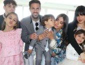 """فابريجاس يحتفل بعيد الفصح مع زوجته وأبنائهما: """"عيد سعيد من عائلتنا"""".. صور"""