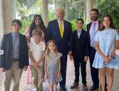 ترامب مع أبنائه وأحفاده فى أول عيد فصح بعد خروجه من البيت الأبيض.. صور