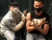 """هيو جاكمان يحصل على لقاح كورونا ويستعين بشخصيته فى """"X-Men"""" لدعوة الناس للتطعيم"""