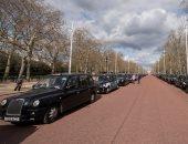 سيارات الأجرة فى لندن تكرم الأمير الراحل فيليب بطريقة مميزة.. فيديو وصور