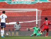 أستون فيلا يتقدم أمام ليفربول بهدف فى الشوط الأول بمشاركة صلاح وتريزيجيه